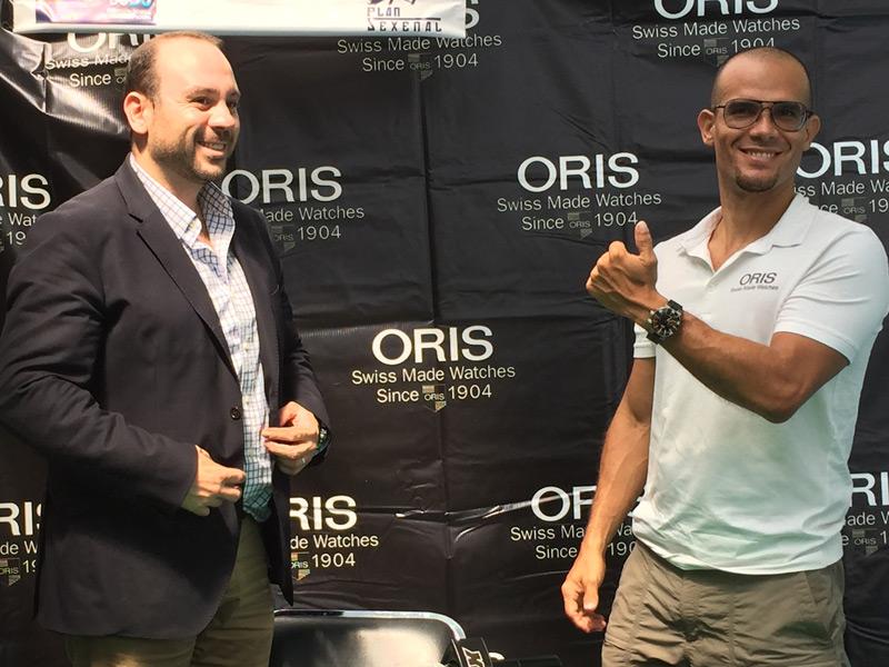 Alberto Rodríguez, brand manager Oris México, y Carlos Coste, apneista de élite
