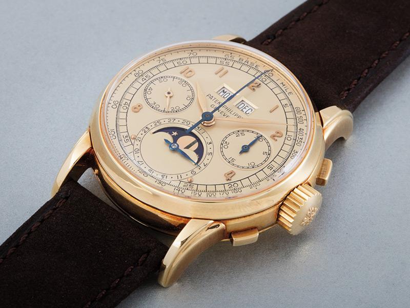 Reloj de oro amarillo con carátula champán. Vendido por 1,805,000 dólares.