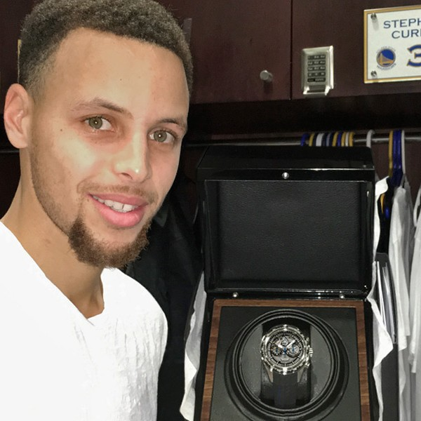 Stephen Curry, actual MVP de la NBA, con su Silverstone RS Skeleton de Graham.