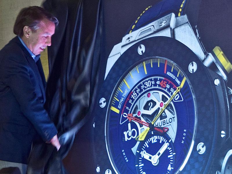 Emilio Azcárraga Jean, Presidente de Grupo Televisa y dueño del América, devela uno de los relojes