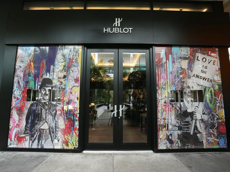 La boutique de Hublot intervenida por el artista Mr. Brainwash en Miami Design District