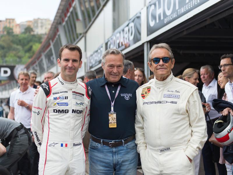 Karl-Friedrich Scheufele en el centro con Romain Dumas y Jacky Ickx.