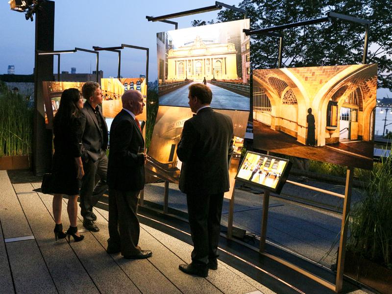 Exposición de las fotos de McCurry en el proyecto de Overseas Collection en The High Line.