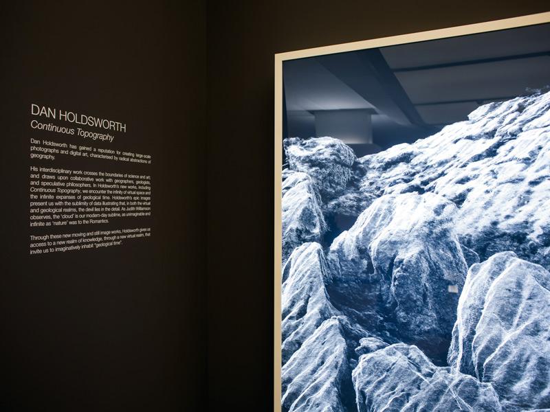 """Foto de gran formato y un video de la serie """"Continuous Topography"""" de Dan Holdsworth"""