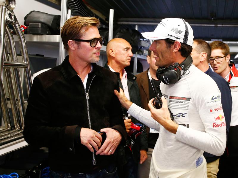 El actor Brad Pitt y el piloto Mark Webber