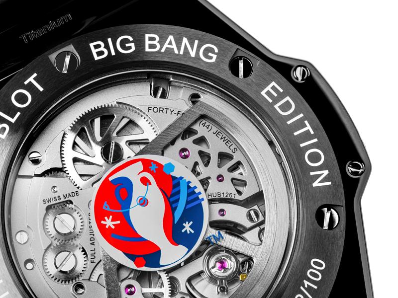 Big Bang Unico Retrograde Chronograph UEFA EURO 2016TM lleva los colores de la bandera de Francia en el logo de la Eurocopa grabado en el fondo de la caja.