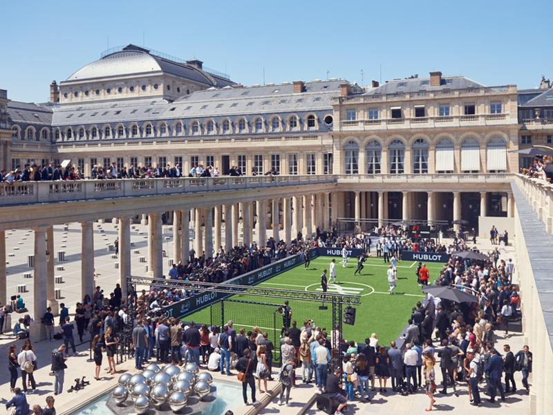 Una cancha en el corazón del Grand Palais para el juego histórico.