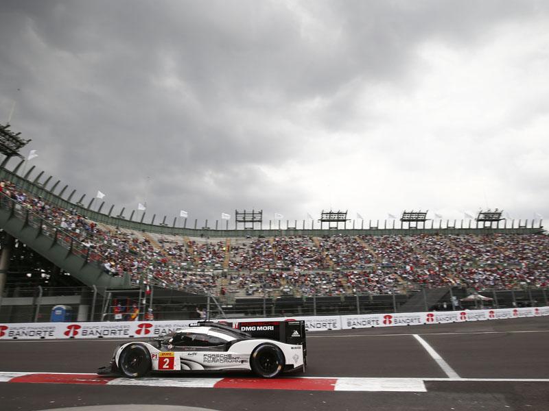 El Porsche 919 Hybrid de Romain Dumas, Neel Jani y Marc Lieb en el Autódromo Hermanos Rodríguez durante las 6 Horas de México.