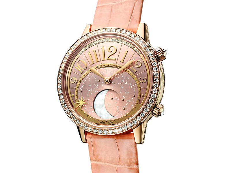 De movimiento automático, este reloj es una metáfora del brillo que nos regala nuestro satélite natural noche con noche. El bisel está engastado con diamantes, mientras las agujas se presentan en oro. A las 6h, una deslumbrante indicación de fases lunares.