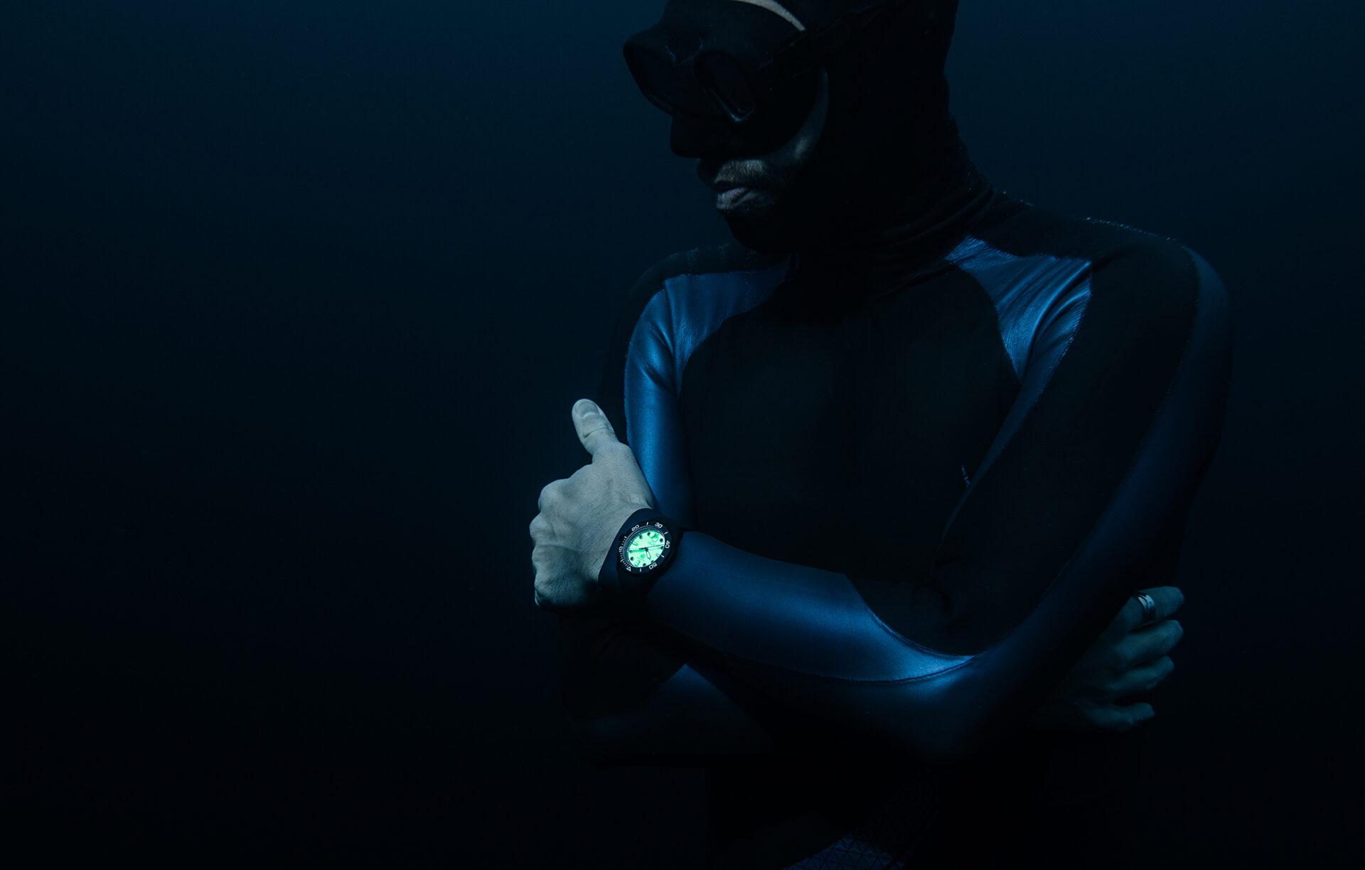 Night Diver en la oscuridad